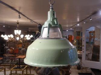 Loftlampe i mintgrøn emalje